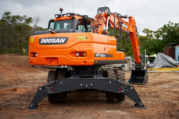 DOOSAN Hydraulic Excavator | Earthmoving Equipment Magazine